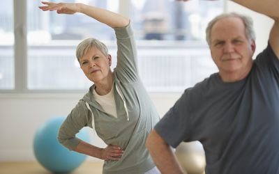Older couple at gym to stay healthy
