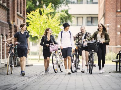 Students (14-15) walking