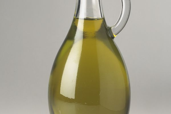 Olive oil can be used to treat and prevent ulcers.