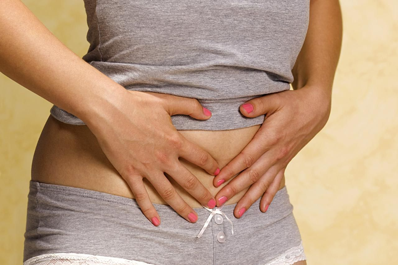 woman holding her abdomen
