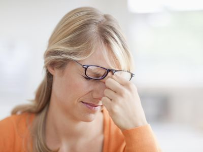Mid adult woman with headache